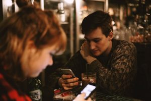 Text, SMS, waiting, play hard to get, needy - The SMS game principle
