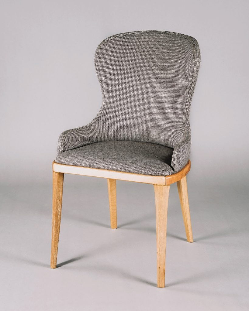 Picture of a light grey chair with wodden legs